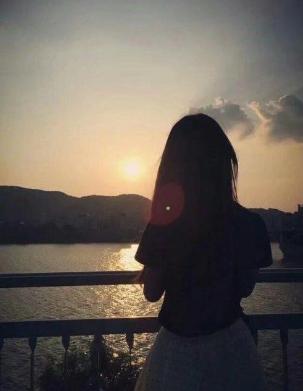 情感扎心语录 朋友是一面镜子,永远能照出最真实的你